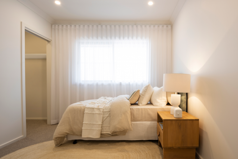 spare-bedroom-white-shelf-web