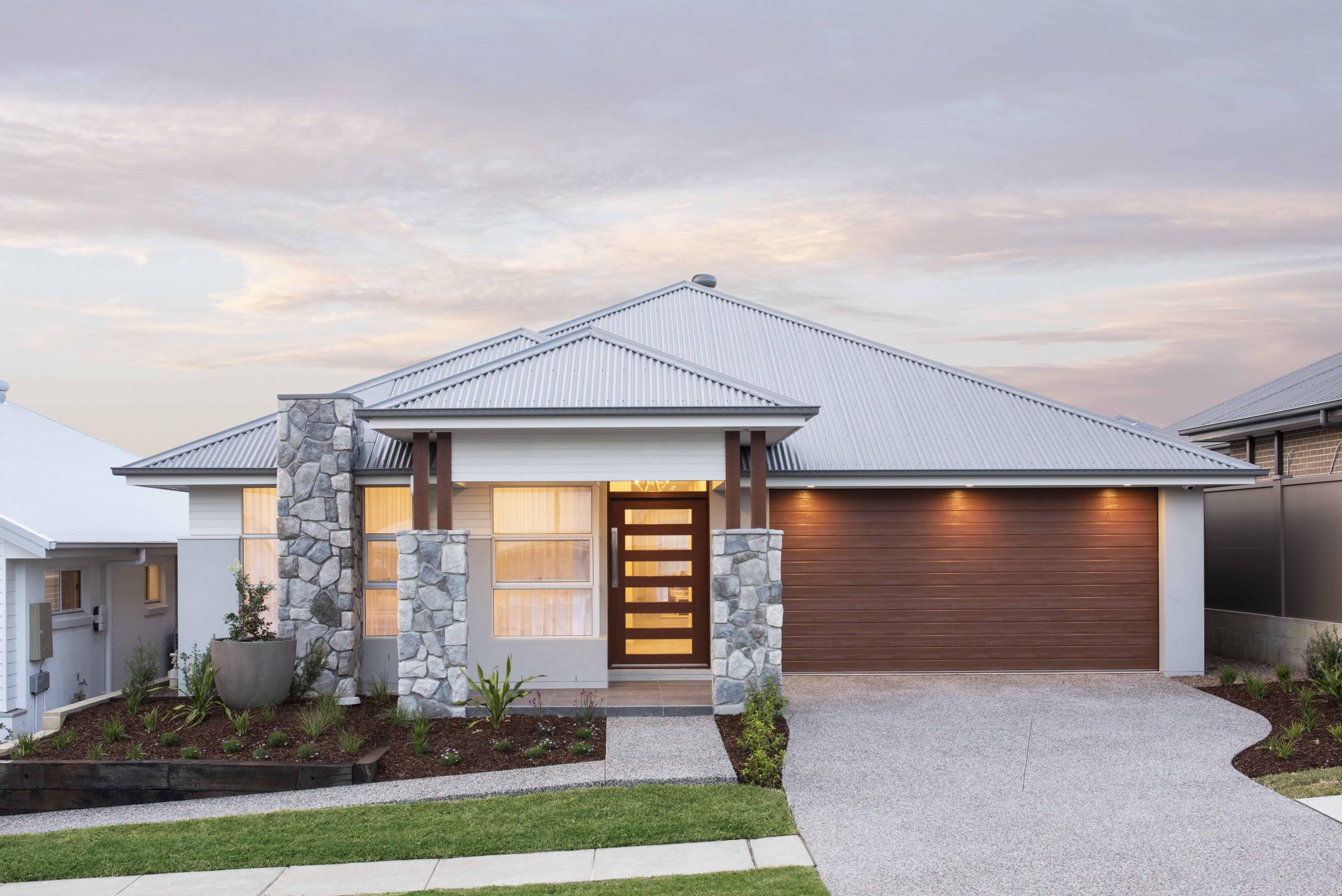 "<u><a href=""https://www.montgomeryhomes.com.au/display-home/avalon-220-display-home-in-huntlee-montgomery-homes/"">Avalon 220 </a></u>"